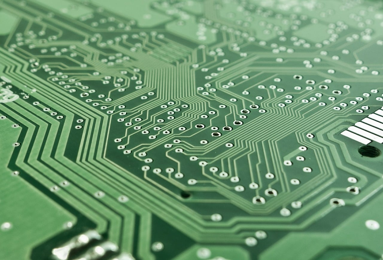 איך מכללה יכולה לסייע במציאת עבודה לאחר קורס מחשבים